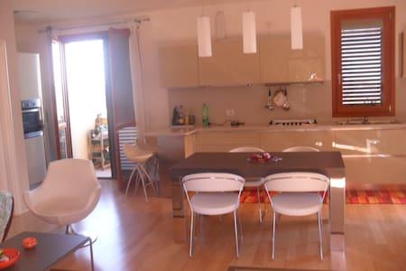 Appartamento con terrazzo a pochi 20km dal mare - Wohnung