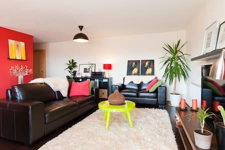 Contemporary Spacious Room.  - Cardiff - Apartment