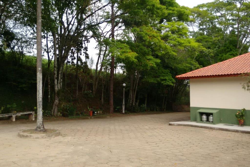 Area externa em frente a sede