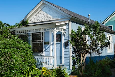 The Little Blue House - 太平洋叢林(Pacific Grove)