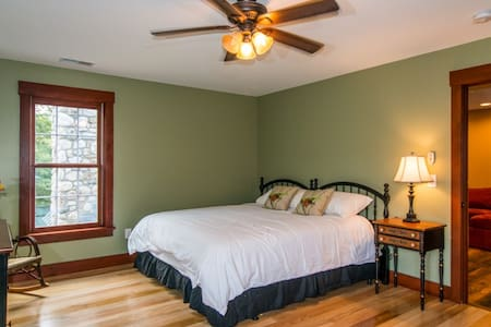 Legends BNB Lodge RM 5 $99 - Barkhamsted - Bed & Breakfast