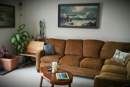Relaxing Fairport Condominium