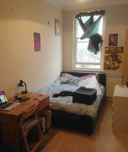 Dalston E8 Double room in cute flat