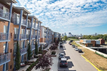 2BR, Waterside at RiverPark Place - Apartment