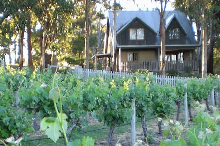 Vineyard View Mudbrick Cottage - Ev
