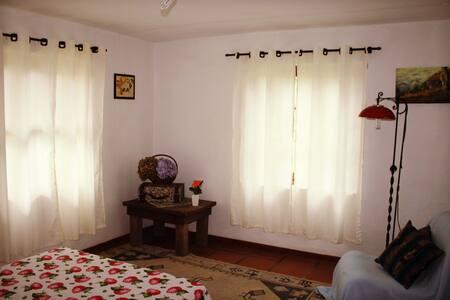 Agradável quarto  em Monte Verde