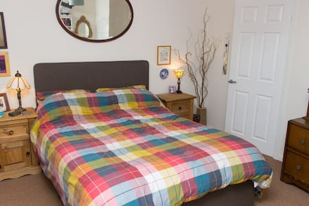 Cosy double bedroom in the fair city of Perth. - Perth