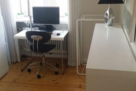 Very convenient,nice and quiet room - Apartmen