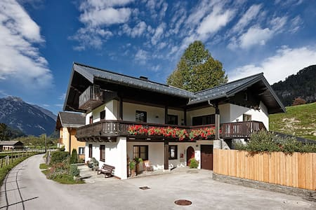 Close to Salzburg but in a wonderful valley! - Apartment