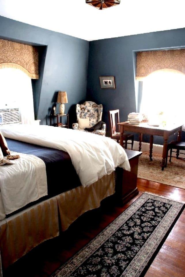 Front bedroom (King)  of 2 rooms - back bedroom (Twin).