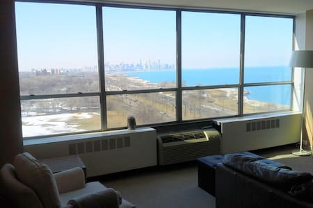 Condo overlooking Lake Shore, Loop