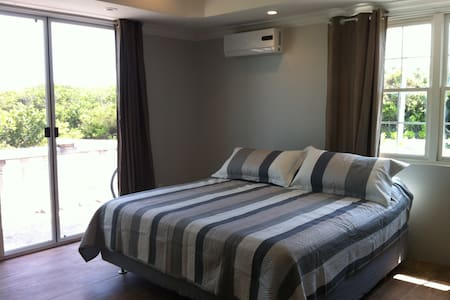 Erisa Private En-suite 1 km from Gracebay Beach - Leeward Settlement - Other