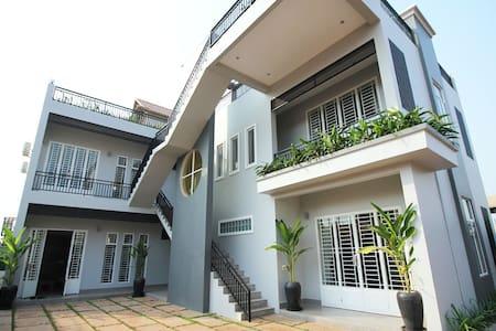 Private Designer VIP apartment,free airport pickup - Apartment
