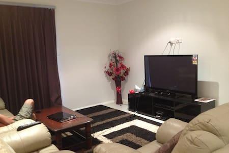 Beautiful triple bedroom house - Hus