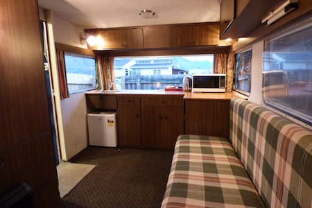 8 mins walk to town from your own private place - Queenstown - Camper/RV