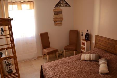 Chambres hôtes : petit déj inclus - Saint-Pons-de-Mauchiens - Bed & Breakfast