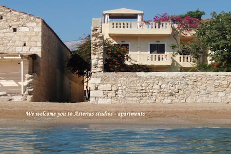 Asterias Studios 5m from the beach! - Kalyves - Huoneisto