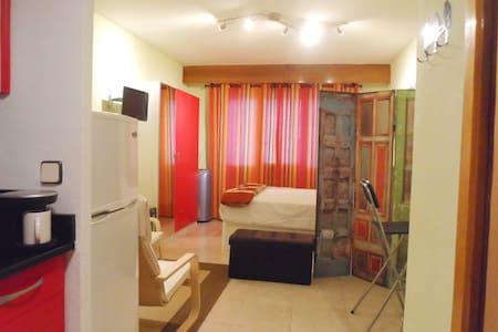 Cómodo estudio en la calle Goya - Madrid - Apartment