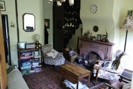 Quaint old cottage with log fire in Norfolk UK - Downham Market