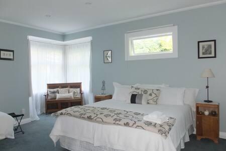 Gorgeous Blue Room - House