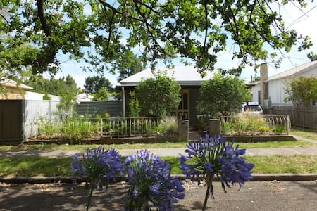 """Cecily"", Cosy Country Cottage, near city centre - Casa"