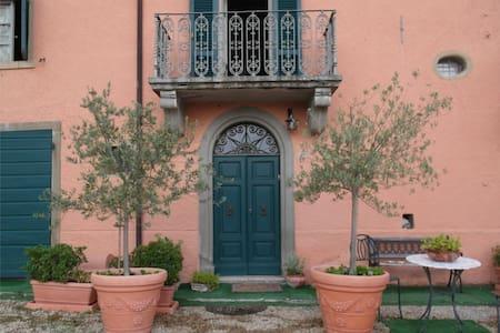 Beautiful flats in Tuscan Hamlet - Wohnung