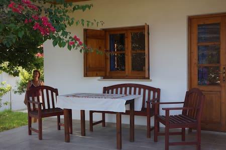 Alonia house in relaxing area - Kaparovounou Str.5