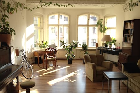 Lovely Bright Kreuzberg Apartement