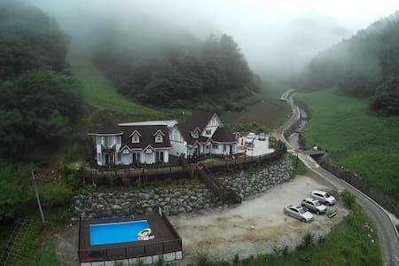 구름국화_아름다운 자연 속의 힐링캠프 민둥산하이원민박 - Nam-myeon, Jeongseon-gun - House