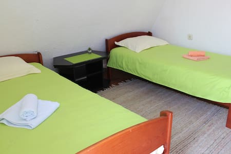 "Double Bedroom - ""Snooze"" B&B in Bihac - Haus"