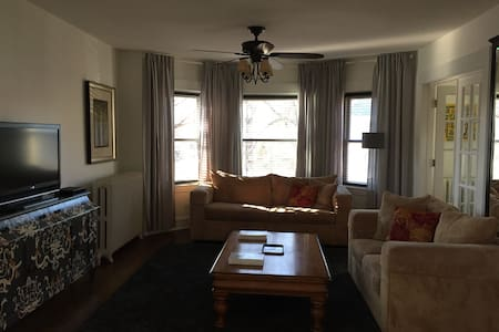 Oak Park 3 Bed Beauty/Close2Chicago/Sleep 1-8 - Oak Park