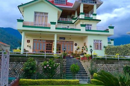 NOORVILLA HOME STAY Master Bedroom - Palampur - Villa