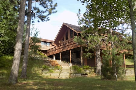 Beautiful Log Home on Peaceful Lake + Guest Cabin - Chatka