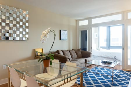 Beautiful New Room & Pool w/ View in center of DC! - Washington - Apartment