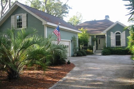 Beaufort SC, Private Room over garage, Gated Comm.
