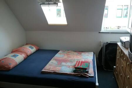 Gemütliches Zimmer in netter WG - Appartamento