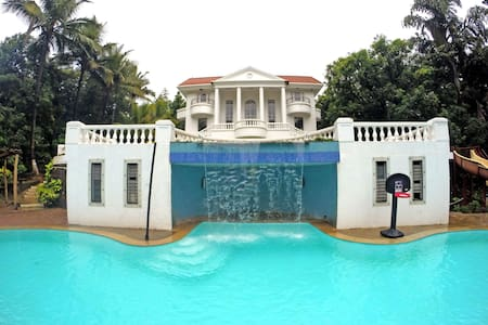 Le Palace - 7 Bedroom Lavish Mansion in Karjat - Villa