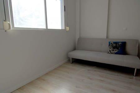 Estudio luminoso en el centro - Santander - Apartamento