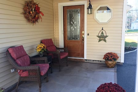 Modern, 2 bedrooms, private floor, near Downtown! - Middletown - Casa