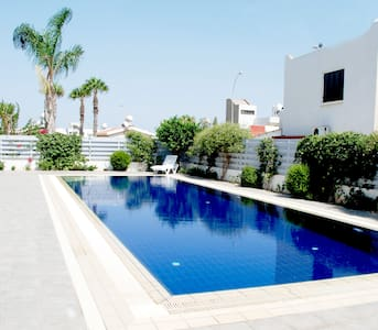 Contemporary, 2 bedroom Villa with Pool -Protaras - Protaras - Haus