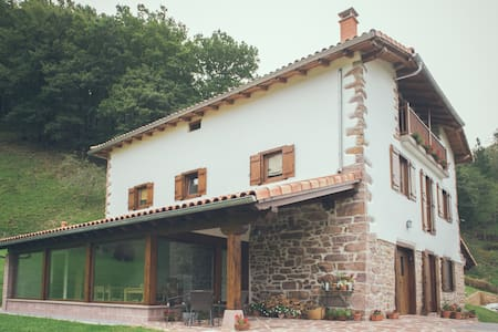 Casa Rural Olagaraia - Etxalar - Bed & Breakfast
