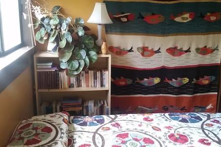 Vibrant Guest Room in Sunnybrea - Arcata - Haus