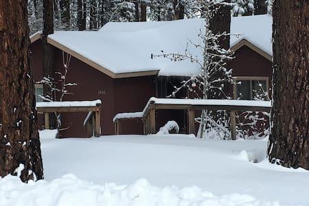 $275 off season Cabin,3 bdrooms,3 miles ski Resort - Cabin