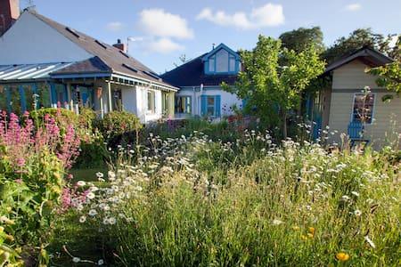 An art and garden lover's hideaway - Casa