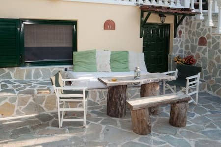 beachfront stone studio-appartment in Evia island - Wohnung
