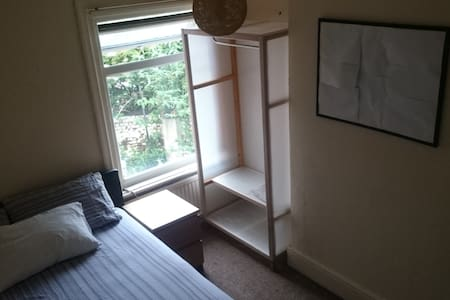 Double room in  Large house close to city center - Sheffield - Casa