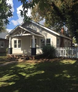Very nice home available homecoming - House