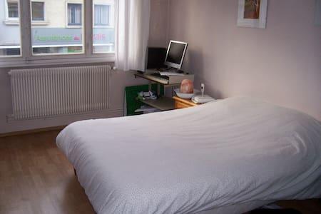 Chambre dans maison avec jardin - Éperlecques - Hus