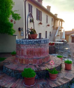 Ancient Tuscan villa in stunning Crete Senesi! - Asciano - Apartment