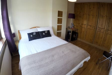 Located off the M50 motorway, with 2 minutes walk for bus, 4 minutes to Luas (tram), for direct access to Dublin city centre, Tallaght & St.James hospitals, Jervis & Square shopping centres, Heuston & Connolly train stations & the 3 arena. Free Parking,Free Wifi.Double room.